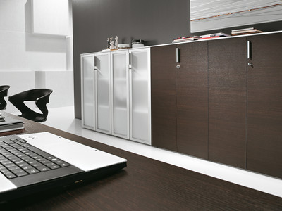 Cabinets and mobile pedestals
